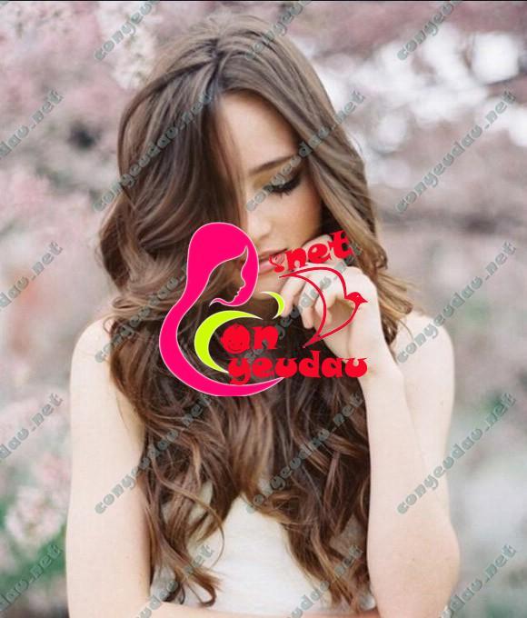 Kiểu tóc xoăn sóng nhẹ bồng bềnh tăng thêm phần nữ tính