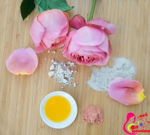 Công thức làm mặt nạ từ đất sét và hoa hồng