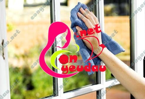 Bí quyết lau cửa kính sạch và nhanh chóng