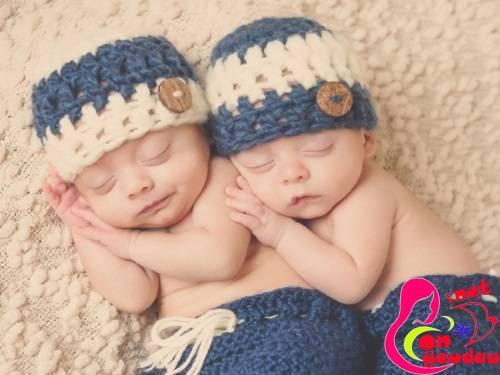 Những điều cần chú ý cho mẹ khi chăm sóc trẻ sinh đôi