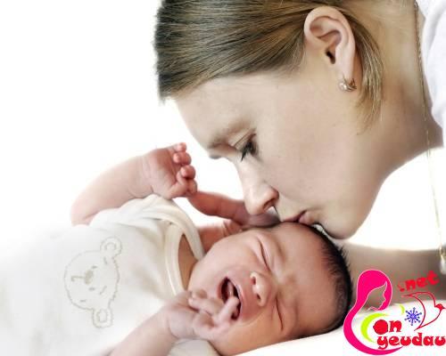 Những sai lầm bố mẹ cần tránh khi nuôi dạy trẻ sơ sinh