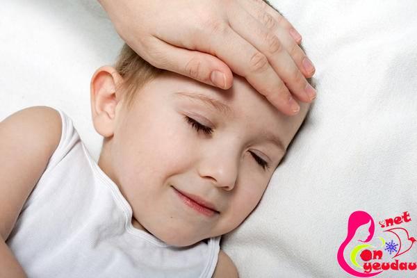 Bí quyết giúp hạ sốt nhanh cho trẻ không cần dùng thuốc
