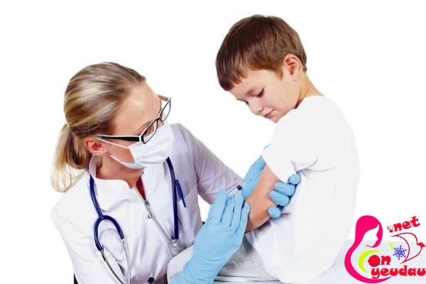 Giải thích lí do vì sao nên tiêm phòng vắc xin cho trẻ nhỏ