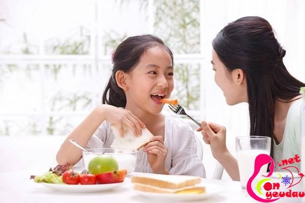 Giúp cha mẹ dễ dàng trò chuyện cùng con ở tuổi mới lớn