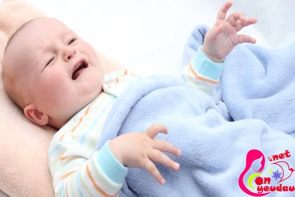 Phương pháp trị táo bón an toàn và hiệu quả cho bé