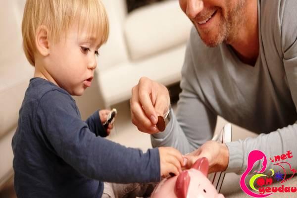 Trẻ 3-6 tuổi: cho con tiêu tiền sớm - nên hay không nên?