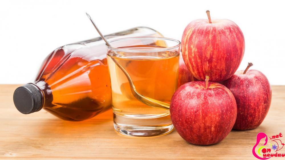 Pha giấm táo với nước lọc để súc miệng sau khi ăn giúp miệng không có mùi lạ