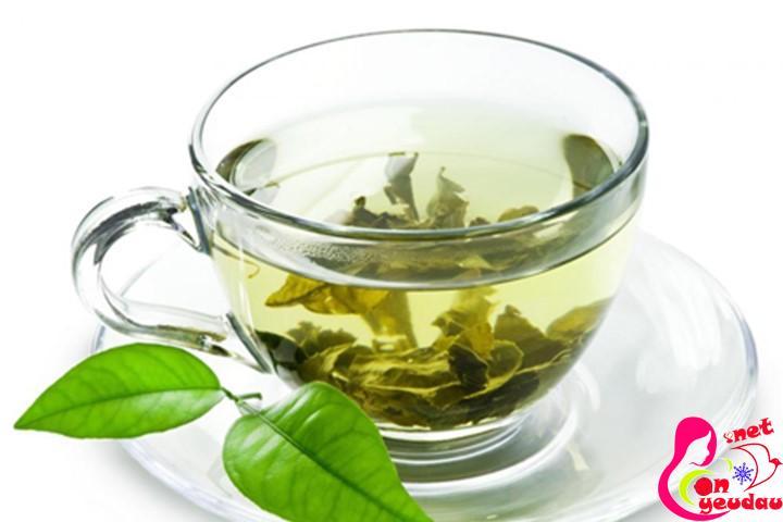 Uống trà xanh sau khi ăn cũng giúp miệng bạn hết mùi hôi do ăn tỏi