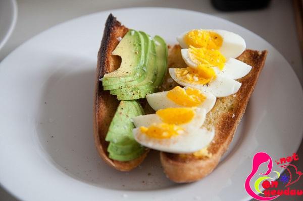 Ăn trứng bữa sáng giúp trẻ tăng cân dễ dàng và hiệu quả